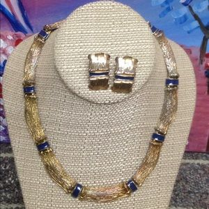 Very attractive set of necklace  and earrings